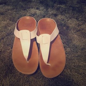 Fitflop size 7 white leather sandles